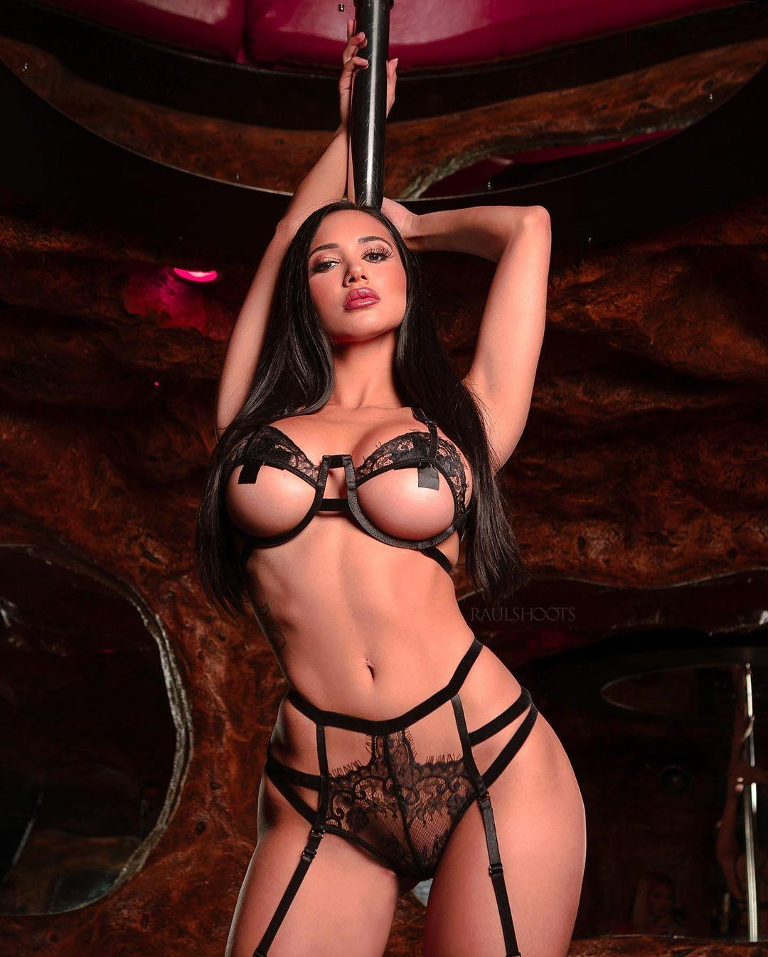 Amber Quinn Nude Lingerie Photoshoot Photos Leaked