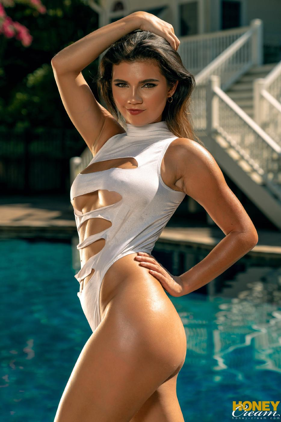 Bikini Pool Strip Nude Photos Leaked