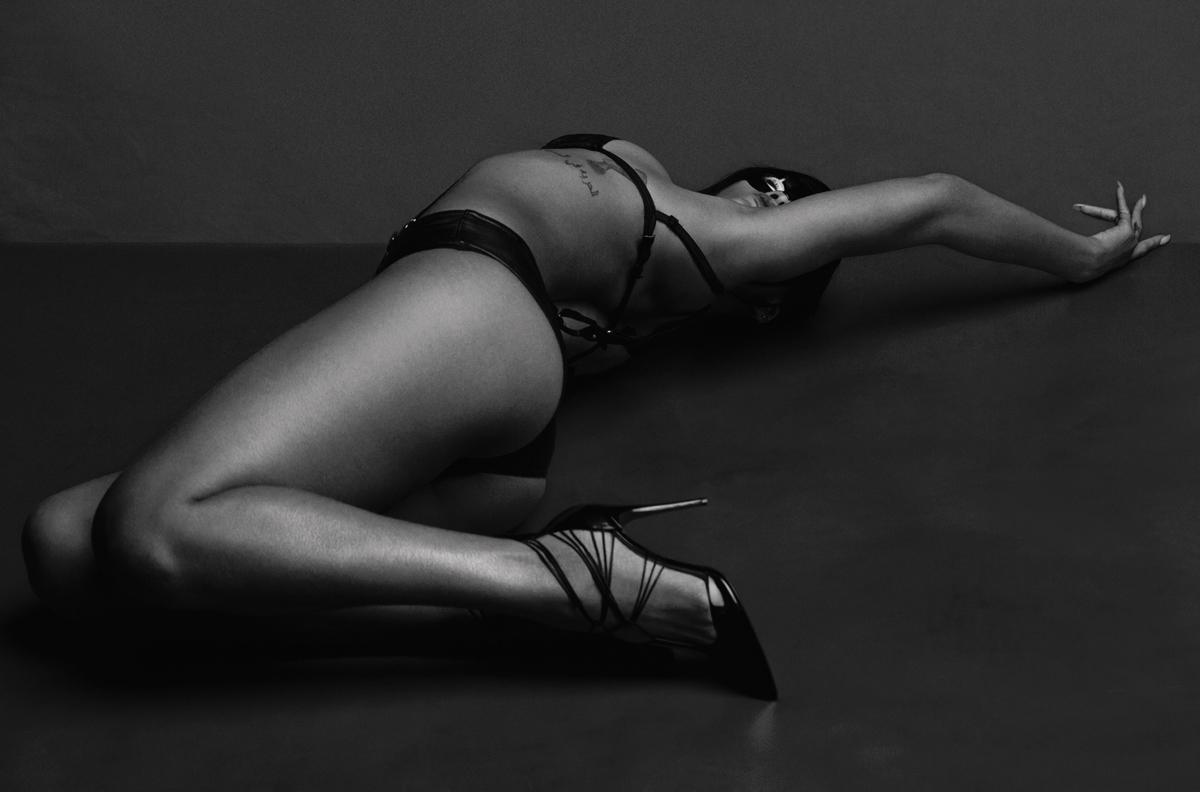 Rihanna Modeling Photoshoot Nudes Leaked
