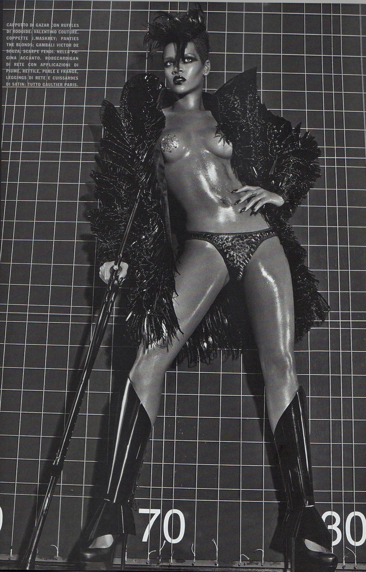 Rihanna Nude Topless Photoshoot Photos Leaked 1